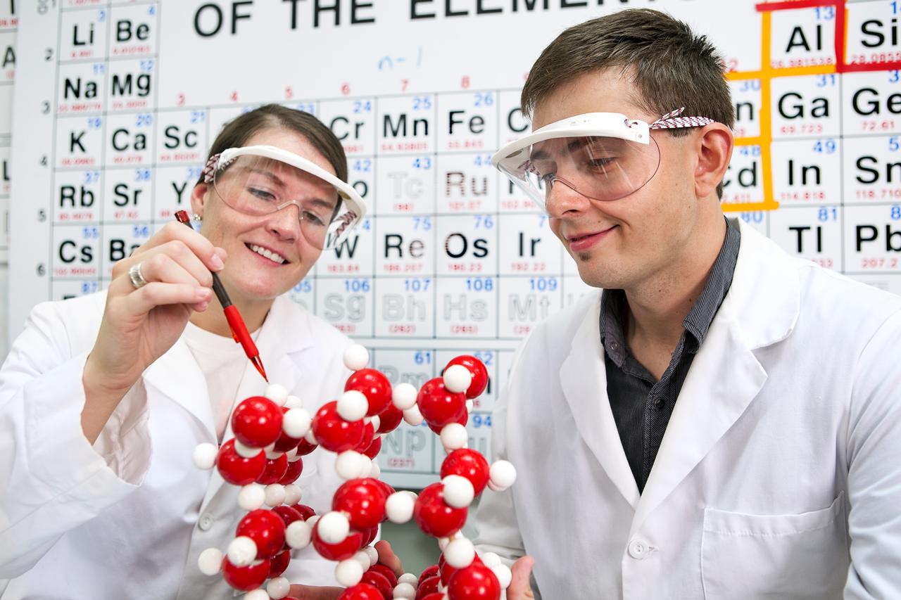 Chem Lab Students_1